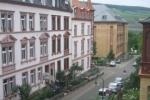 Vorgärten und Rheingau-Blick
